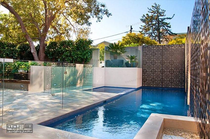 طراحی استخر کوچک با فرم آزاد با دیوار شیشه ای