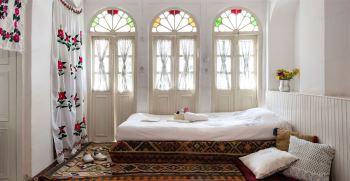 با پنجره چوبی سنتی فضای منزلتان را اصیل کنید