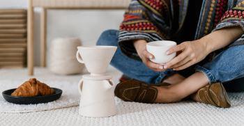 راه های پاک کردن لکه قدیمی قهوه از روی فرش